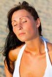Het portret van de de windvrouw van het strand Stock Foto