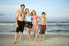 Het portret van de familie bij strand. royalty-vrije stock foto