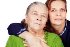 Het portret van de familie - gelukkige dochter en oude moeder Stock Foto