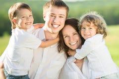 Het portret van de familie in openlucht Royalty-vrije Stock Afbeeldingen