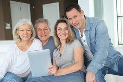 Het portret van de familie thuis Stock Foto