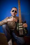 Het portret van de gitarist stock foto's