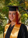 Het portret van de graduatie van jonge student Stock Afbeelding