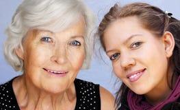 Het portret van de grootmoeder en van de kleindochter Royalty-vrije Stock Afbeeldingen