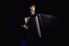 Het Portret van de harmonikaspeler Stock Foto
