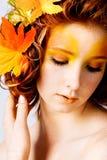 Het portret van de herfst van een vrouwelijk model Royalty-vrije Stock Afbeeldingen