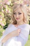 Het portret van de lente met hoofddoek Stock Foto's