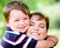 Het portret van de lente van moeder en zoon