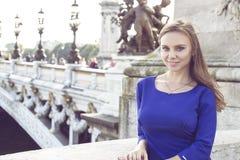 Het portret van de manier van jonge mooie vrouw Stock Foto