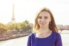 Het portret van de manier van jonge mooie vrouw Royalty-vrije Stock Foto's