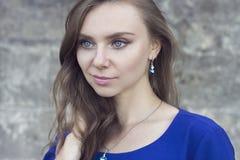 Het portret van de manier van jonge mooie vrouw Royalty-vrije Stock Afbeelding