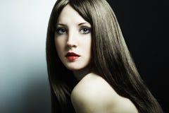 Het portret van de manier van een jonge mooie vrouw Stock Fotografie