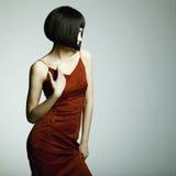 Het portret van de manier van een jonge mooie vrouw Royalty-vrije Stock Foto's