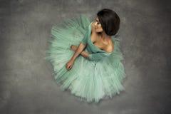 Het portret van de manier van een mooie donkerbruine vrouw Stock Fotografie