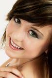 Het portret van de manier van glimlachend mooi jong meisje Stock Fotografie