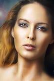 Het portret van de manier van jonge aantrekkingskrachtvrouw Stock Afbeeldingen
