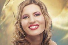 Het portret van de manier van jonge blonde vrouw Royalty-vrije Stock Foto's