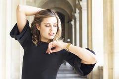 Het portret van de manier van jonge mooie vrouw Royalty-vrije Stock Foto