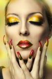 Het portret van de manier van leuk vrouwengezicht. Model Royalty-vrije Stock Afbeeldingen