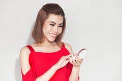 Het portret van de manierlevensstijl van jonge Aziatische foundati van de vrouwenholding Stock Foto