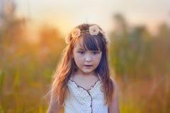 Het portret van de meisjeszomer Stock Afbeeldingen
