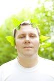 Het portret van de mens in aard Stock Fotografie