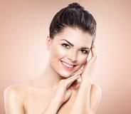 Het portret van de schoonheid Beautiful spa meisje stock afbeeldingen