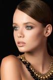 Het portret van de schoonheid van jonge vrouw Royalty-vrije Stock Foto's
