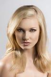 Het portret van de schoonheid van vrij blonde meisje stock afbeeldingen