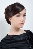 Het portret van de studio van jonge aantrekkelijke vrouw in zwarte stock fotografie