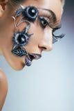 Het portret van de studio van jonge vrouw met creatieve makeu Royalty-vrije Stock Foto