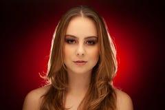 Het portret van de Studiuschoonheid van een jonge donkerbruine vrouw royalty-vrije stock foto