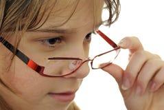 Het portret van de tiener met glazen Stock Foto
