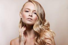 Het Portret van de Vrouw van de schoonheid Beautiful Spa Meisjes Perfecte Verse Huid Naakte samenstelling Stock Fotografie