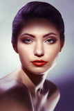 Het Portret van de Vrouw van de schoonheid Mooi meisje op een witte achtergrond stock foto