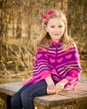 Het portret van de winter van vrij jong meisje Stock Afbeeldingen