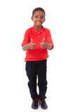 Het portret van een leuke Afrikaanse Amerikaan weinig jongen het maken beduimelt omhoog Stock Afbeeldingen