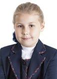 Het portret van een meisje in een eenvormige school, sluit omhoog, op witte achtergrond Stock Afbeelding