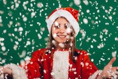 Het portret van een meisje kleedde zich als Santa Claus royalty-vrije stock fotografie