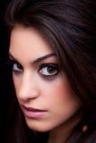 Het portret van een mooie jonge vrouw, sluit omhoog Stock Afbeeldingen