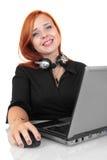 Het portret van gelukkige glimlachende vrolijke jongelui steunt telefoonexploitant in hoofdtelefoon met laptop Royalty-vrije Stock Foto's