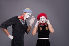 Het portret van grappig bootst paar met witte gezichten na en Royalty-vrije Stock Foto's