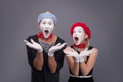 Het portret van grappig bootst paar met witte gezichten na en Royalty-vrije Stock Afbeelding