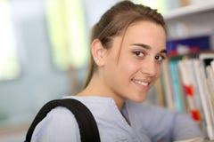 Het portret van het middelbare schoolmeisje Stock Foto