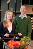 Het Portret van het Paar van de Opslag van de kruidenierswinkel Royalty-vrije Stock Foto's
