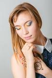 Het Portret van het schoonheidsmeisje Mooie Jonge Vrouw Stock Afbeelding