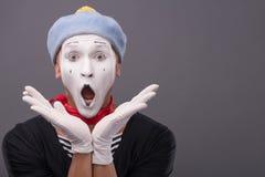 Het portret van mannetje bootst met grijze hoed en wit gezicht na Royalty-vrije Stock Fotografie