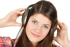 Het portret van meisje dat handenhoofdtelefoons houdt Royalty-vrije Stock Foto's