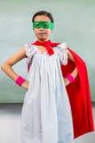 Het portret van meisje kleedde zich als superhero royalty-vrije stock fotografie