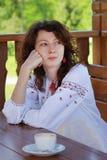Het portret van Oekraïens meisje in nationaal chemise Stock Foto